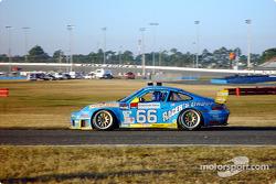 #66 The Racers Group, Porsche GT3 RS: Kevin Buckler, Michael Schrom, Timo Bernhard, Jörg Bergmeister