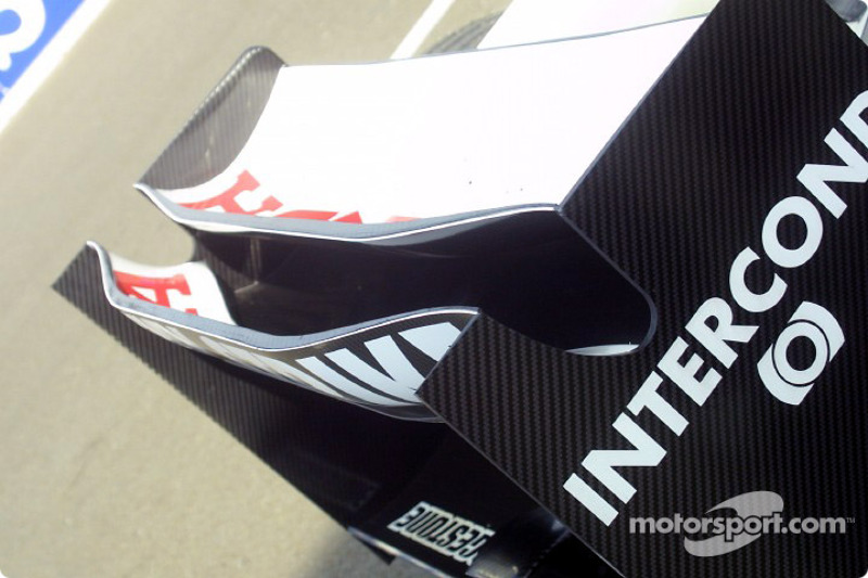 BAR Honda 005 rear wing