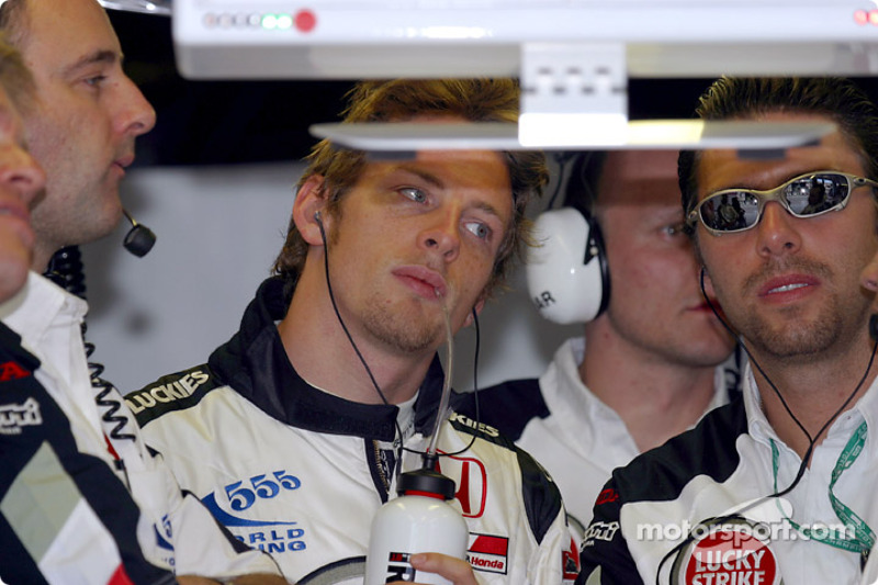Jenson Button watches qualifying session