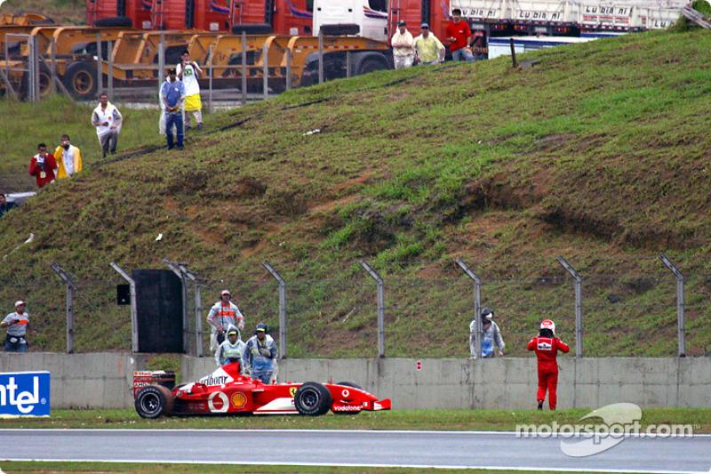 Рубенсу Баррікелло також не пощастило у домашньому Гран Прі. У 2003 році бразилець стартував із поулу, але вибув із гонки через зіткнення на 47-му колі.