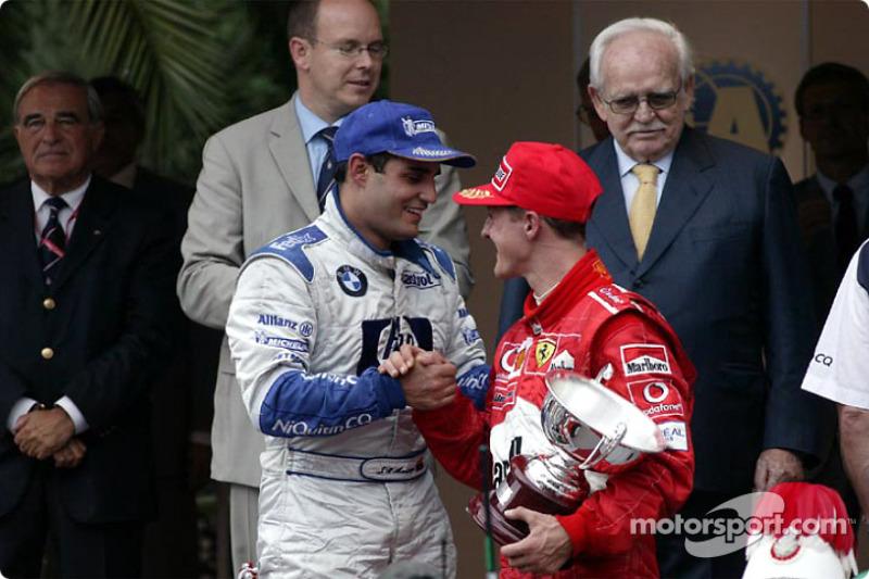 Podio: ganador de la carrera Juan Pablo Montoya con Michael Schumacher