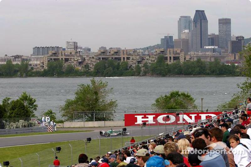 Mark Webber y Montreal hermoso en el fondo