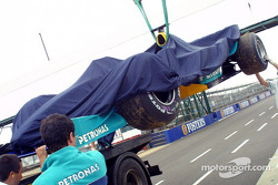 Nick Heidfeld's car back on flatbed truck