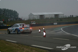 #84 T2M Motorsport Porsche 911 GT3: Vanina Ickx, Patrick Bourdais, Roland Berville in trouble