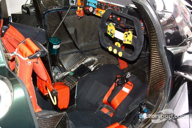 Bentley Speed 8: Cockpit