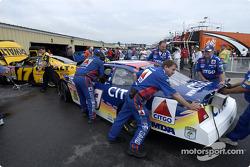 Roush Racing crew members
