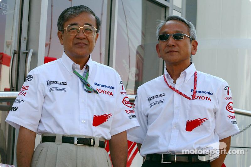 Tetsuo Hattori, oficial de gestión de TMC y Tsutomu Tomita, Presidente de TMG