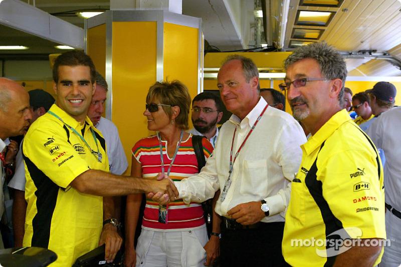 Zsolt Baumgartner with the Hungarian Prime Minister Peter Medgyessy and Eddie Jordan