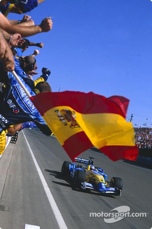 El ganador Fernando Alonso celebra su victoria