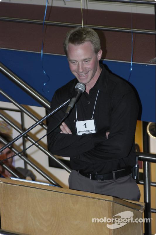 David Donohue s'exprime lors des enchères IMRRC