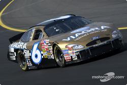 Mark Martin arbore une nouvelle livrée dorée en l'honneur de son 500e départ consécutif en NASCAR Winston Cup