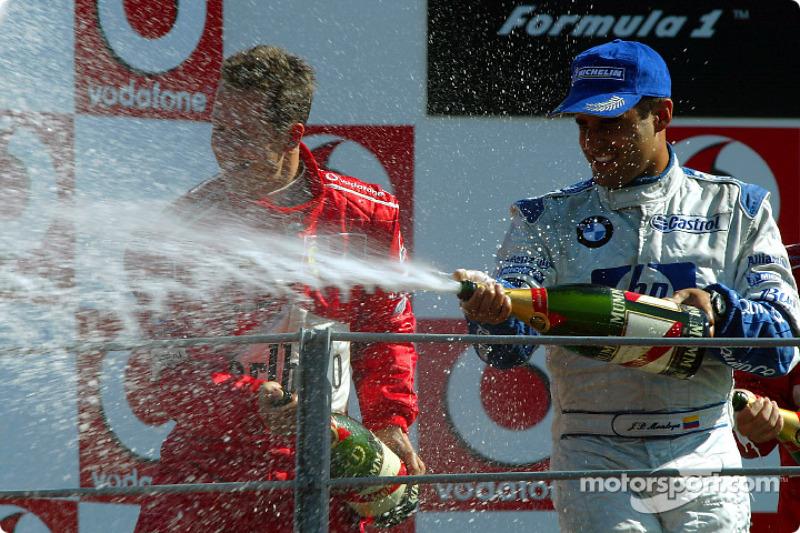 Podio: champagne para Michael Schumacher y Juan Pablo Montoya