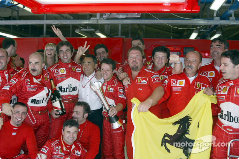 Equipo Ferrari celebra
