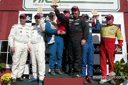 Podium GTS : les vainqueurs Paul Alderman, Steve Lisa et David Rosenblum, avec Tommy Riggins, David Machavern, Simon Gregg et Kenny Wilden