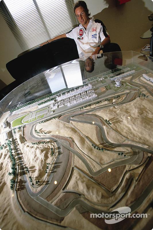 Jenson Button visite le site de construction du Circuit International de Bahreïn