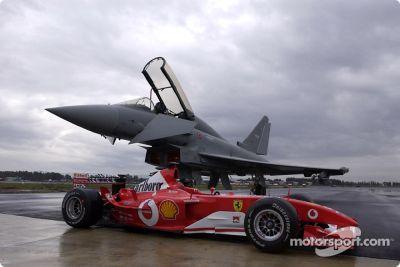 Ferrari F2003-GA vs Eurofighter Typhoon, Grosseto, Italy