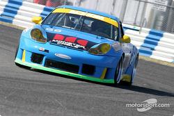 La Porsche GT3 RS n°66 de l'équipe The Racers Group (Kevin Buckler, Timo Bernhard, Jorg Bergmeister, Patrick Long