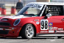 La Mini Cooper S n°98 de Competition Associates (Vesko Kozarov, Scott Smith)