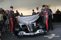 Gianmaria Bruni and Zsolt Baumgartner unveil the new Minardi PS04B