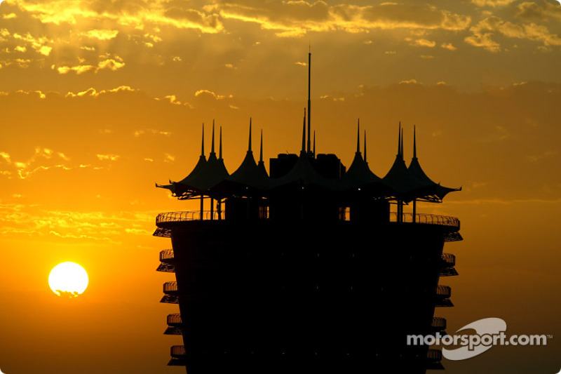 Atardecer en el circuito internacional de Bahrein