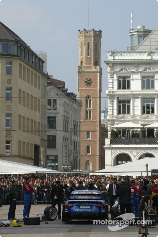 Das Audi-DTM-Renntaxi auf dem Rathausplatz