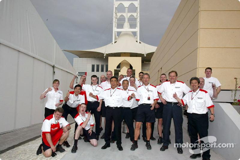 Персонал Bridgestone святкує перемогу