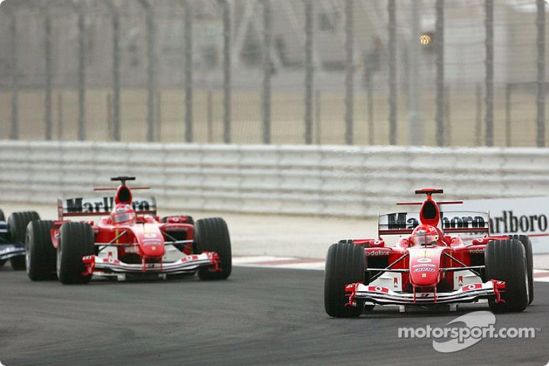 Start: Michael Schumacher, Ferrari F2004; Rubens Barrichello, Ferrari F2004