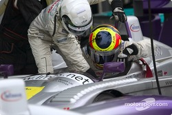 Pitstop for #8 Audi Sport UK Team Veloqx Audi R8: Allan McNish, Pierre Kaffer