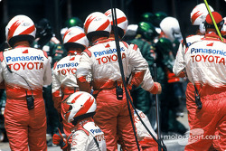 Toyota team members get ready for pitstop