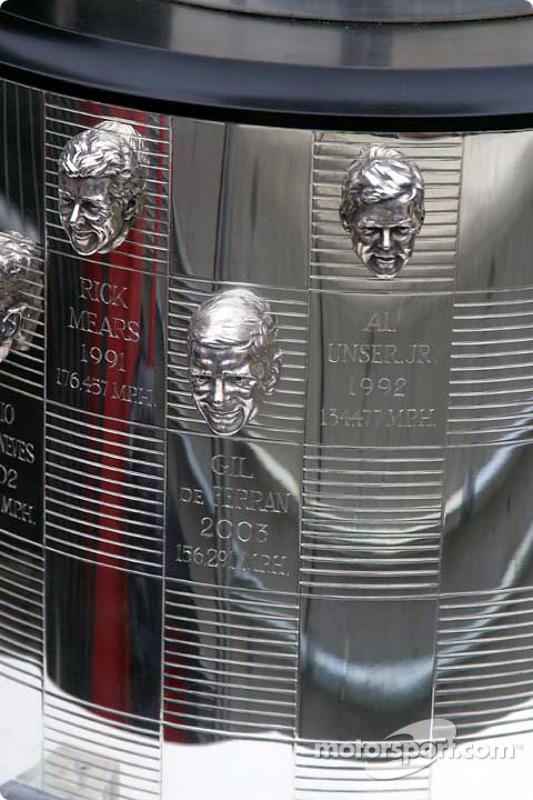 La tête de Gil de Ferran, vainqueur en 2003, sur le Borg Warner Trophy