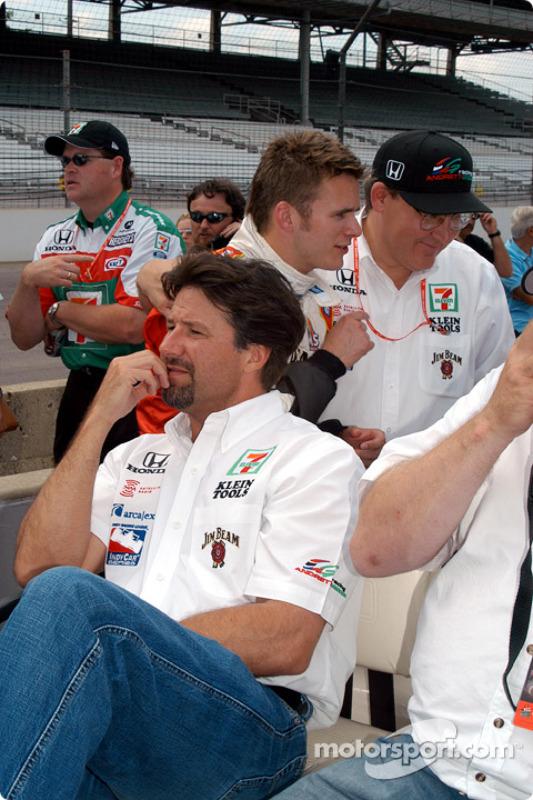 Michael Andretti, Dan Wheldon et Kevin Savoree