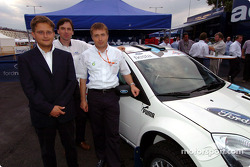 Luca Pregliasco, Astra Racing, Phillip Dunabin, ingénieur sport automobile en chef chez Ford TeamRS, Jost Capito, directeur du Ford TeamRS avec la nouvelle Ford Fiesta Junior World Rally Car