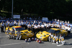 Team photo: Corvette Racing Corvette C5-R cars with team and drivers Max Papis, Johnny O'Connell, Ron Fellows, Oliver Gavin, Olivier Beretta, Jan Magnussen