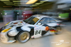 Pitstop for #84 Seikel Motorsport Porsche 911 GT3 RS: Tony Burgess, Philip Collin, Andrew Bagnall