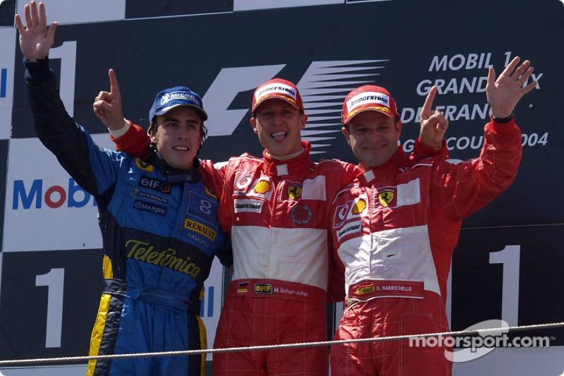 En el podio el ganador de la carrera Michael Schumacher, segundo lugar Fernando Alonso y tercer lugar Rubens Barrichello