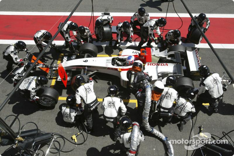 Parada de pits para Jenson Button