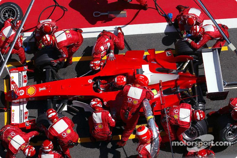 Schumacher completó 4 paradas en boxes en el transcurso de 70 vueltas.