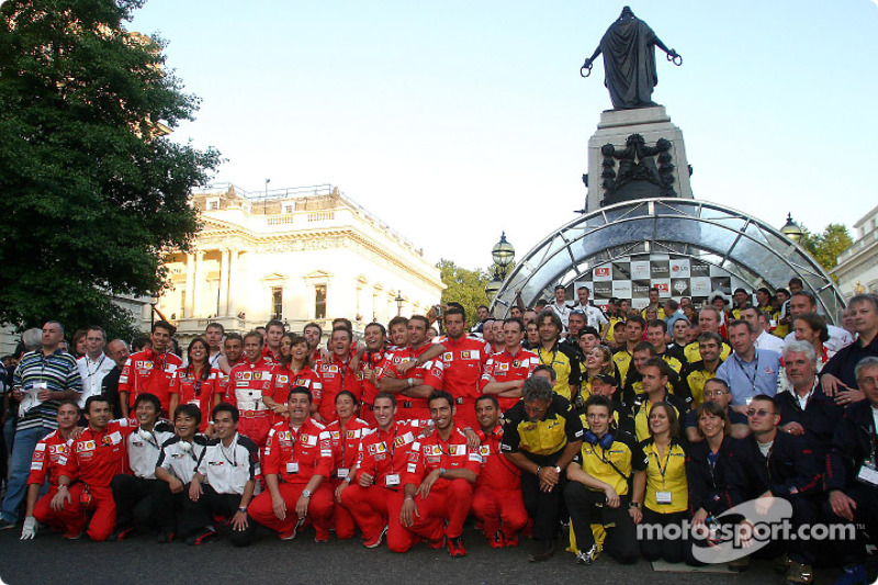 Ferrari, Honda and Jordan team members pose