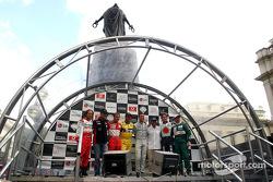 Pilotos participantes: Cristiano da Matta, Zsolt Baumgartner, Luca Badoer, Nigel Mansell, David Coulthard, Juan Pablo Montoya, Jenson Button y Martin Brundle