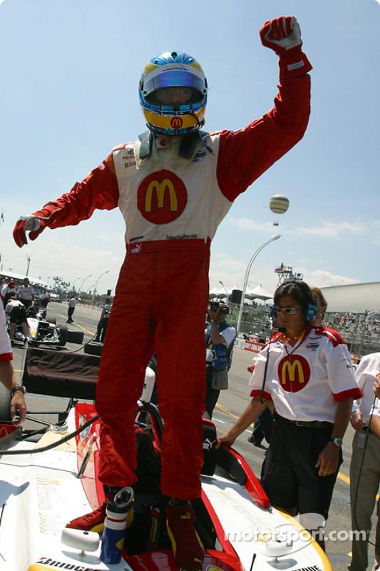 Sébastien Bourdais célèbre sa pole position