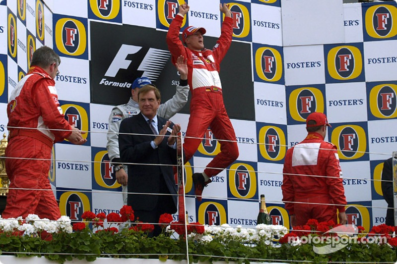 2004. Подіум: 1. Міхаель Шумахер, Ferrari. 2. Кімі Райкконен, McLaren-Mercedes, 3. Рубенс Баррікелло, Ferrari