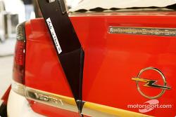 Message on Timo Scheider's Opel