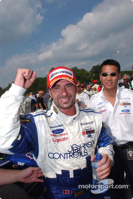 Le vainqueur Alex Tagliani fête sa victoire