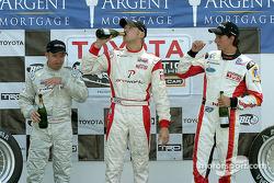 Podium : champagne pour Ryan Dalziel, Jon Fogarty et Andrew Ranger