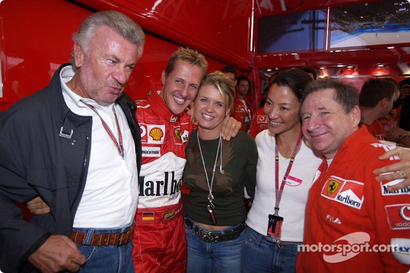 Michael Schumacher celebra 7 º Campeonato del mundo con Willi Webber, esposa Corinna y Jean Todt