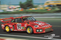 Dick Barbour drives his Porsche 935 through Dunlop curve