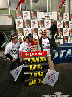 Race winner and DTM 2004 champion Mattias Ekström celebrates with friend Jimmy, mom Agneta and dad Bengt