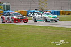 La BMW M3 n°95 Alegra Motorsport/GT Technologies : Ross Bleustein, Hugh Plumb, la Porsche GT3 Cup n°43 Orison-Planet Earth Motorsports : Manuel Matos, Mike Fitzgerald