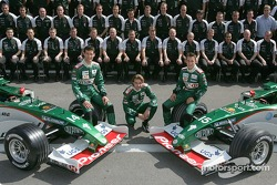 Family picture for Mark Webber, Bjorn Wirdheim, Christian Klien and the Jaguar team members
