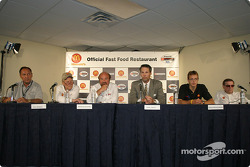 Conférence de presse McDonald's : Dick Eidswick, Paul Newman, Kevin Kalkhoven, John Lewicki, Sébastien Bourdais et Carl Haas